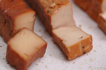 豆藤 豆腐の燻製「ローリングストーン」