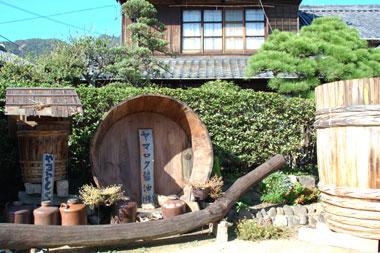 小豆島「ヤマロク醤油」 鶴醤(つるびしお)