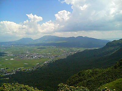 ■阿蘇スカイライン展望台 眺め最高・とうきびは美味しい。