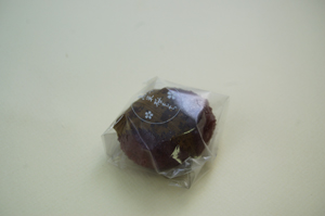 たまやの黒米さくら餅