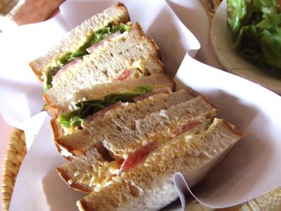 2010.8.18  県立美術館本館ラパレットのライ麦パンのサンドウィッチ