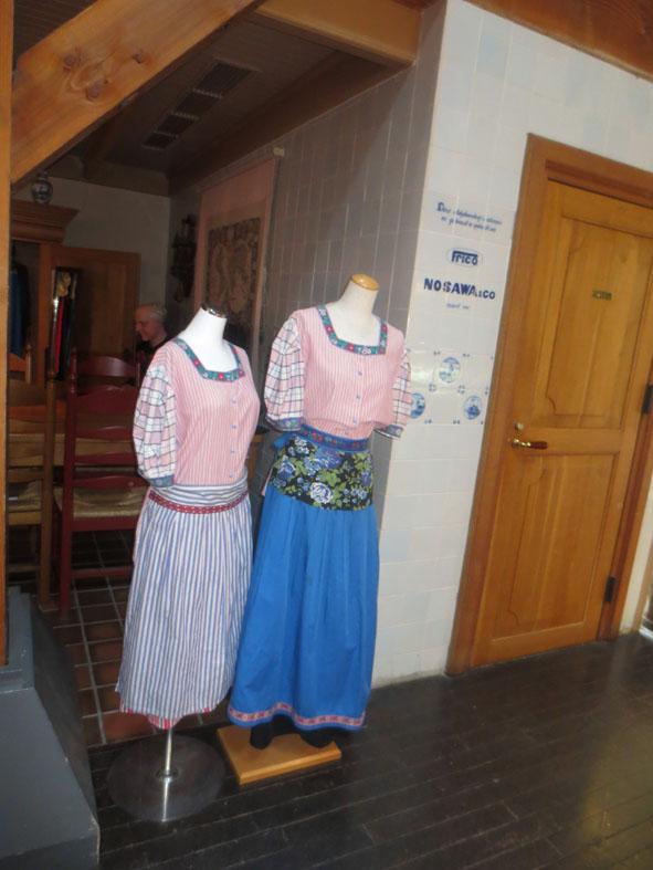 オランダの民族衣装.jpg