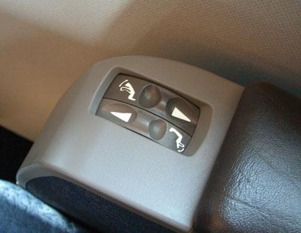 グリーン車電動座席調整.jpg