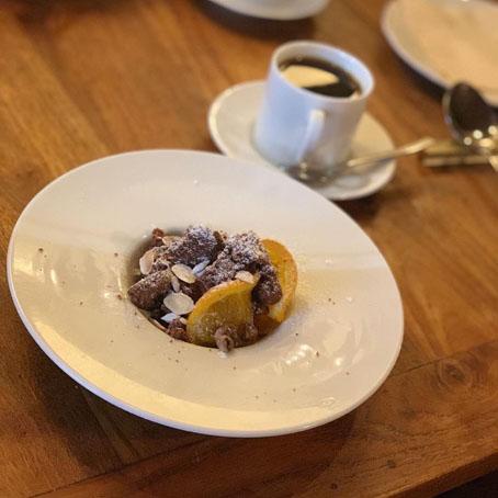 チョコレートのムースとコーヒー.jpg