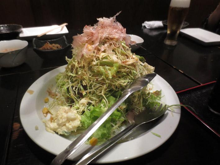 山のようなサラダ.JPG