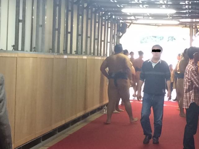 廊下で稽古2.jpg