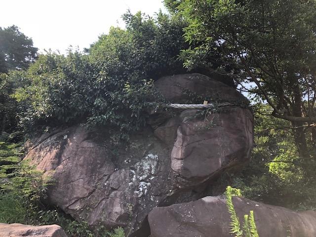IMG_0987磁力をもった大岩.JPG